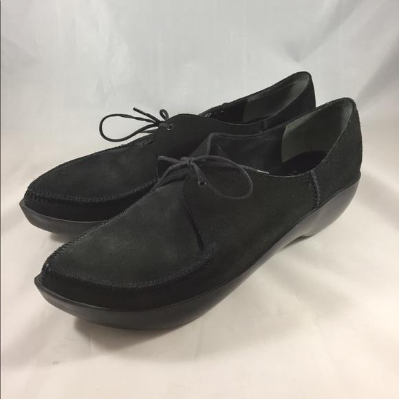 a0368d2721b6 Robert Clergerie Paris for Barney s Blk Suede Shoe.  M 5b33a7b45c4452ca8847125b